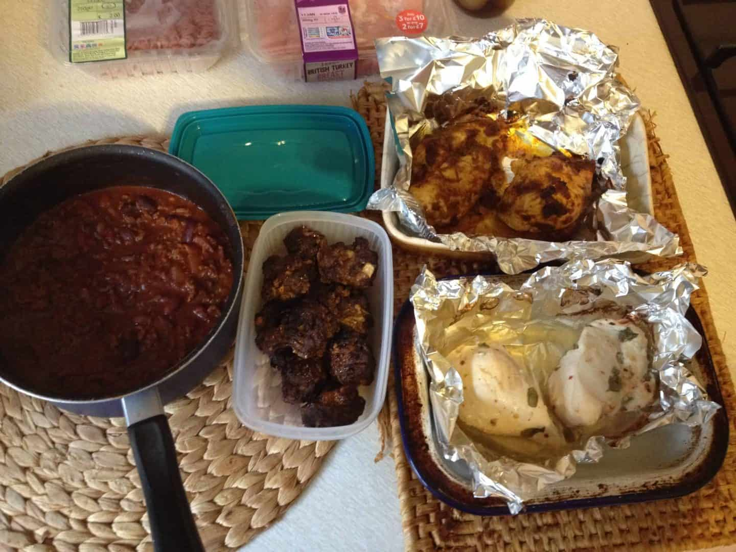 Gluten free meal prep: Garlic chicken, tikka chicken, meatballs and chilli
