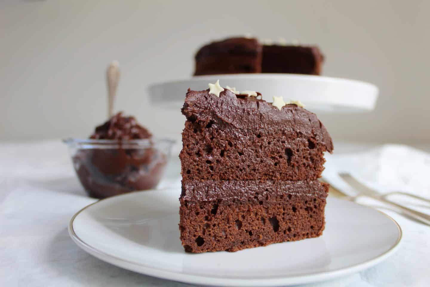 GLUTEN FREE CHOCOLATE CAKE RECIPE WITH THICK CHOCOLATE GANACHE FROSTING